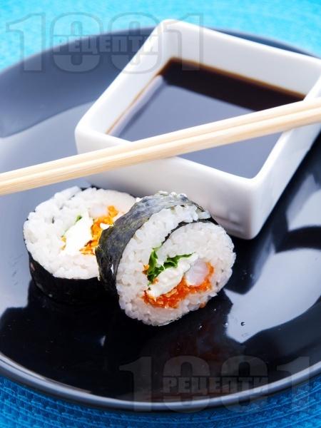 Суши Футо Маки със скариди, зелена салата и крема сирене Филаделфия и зеленчуци - снимка на рецептата